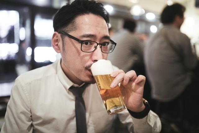 ワイ(23)、飲み会でDTを弄られ上司をぶん殴るwwwwww